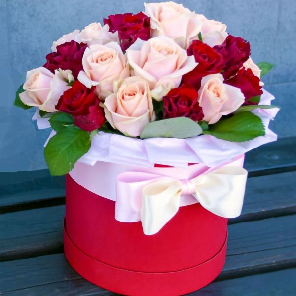 Женщины дарят цветы чаще, чем мужчины?